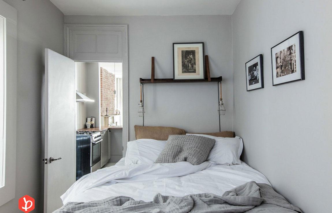 تخت در اتاق خواب
