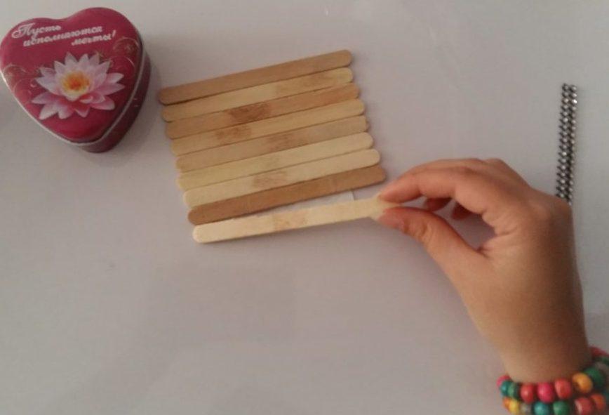 چسباندن کاغذ روی چوب
