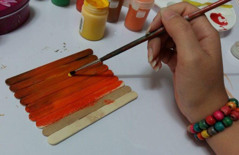 قلم مو در نقاشی روی چوب